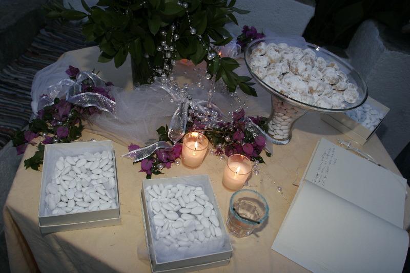 610d72205926 Τραπέζι Υποδοχής με Βιβλίο Ευχών   Κεράσματα · Γαμήλιος Νησιώτικος Στολισμός