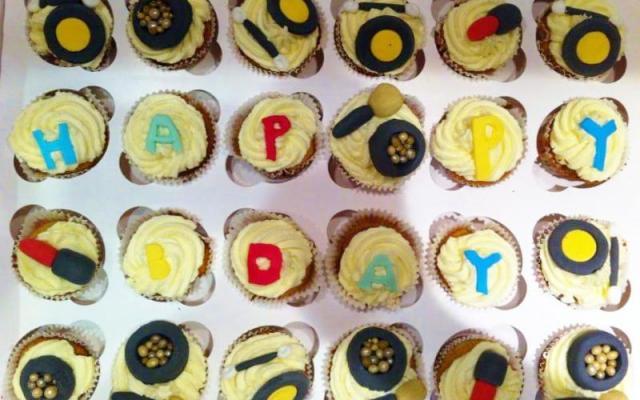 """Cupcakes αντί για τούρτα γενεθλίων με θέμα """"Τα Καλλυντικά της Μαίρης!"""""""